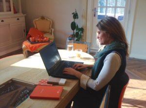 Lorraine Vesterink aan het werk
